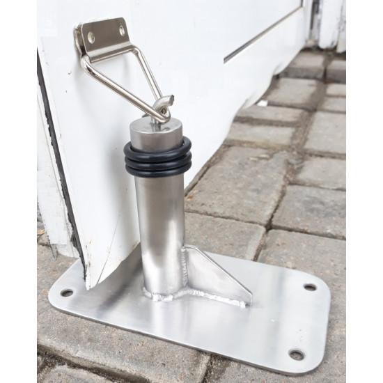Фиксатор  -ограничитель тяжёлой двери.На стальной платформе. Для установки на брусчатке.